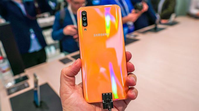 Samsung Galaxy A50 màu vàng